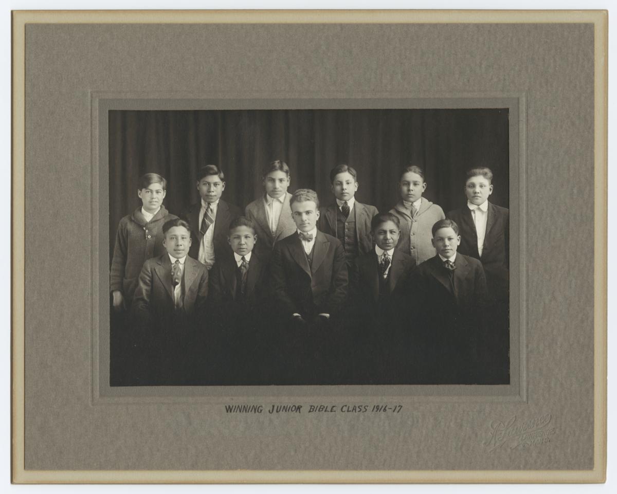Portrait of Winning Junior Bible Class for 1916-17