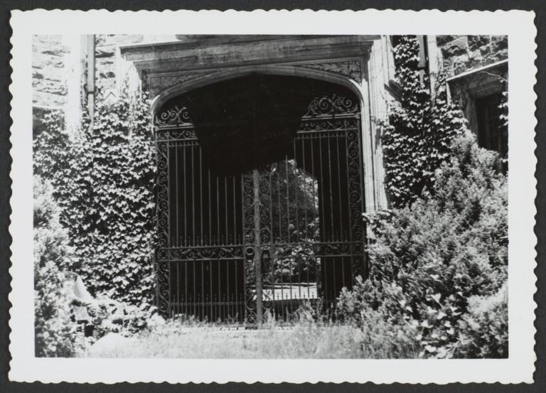 Ward Manor Gate