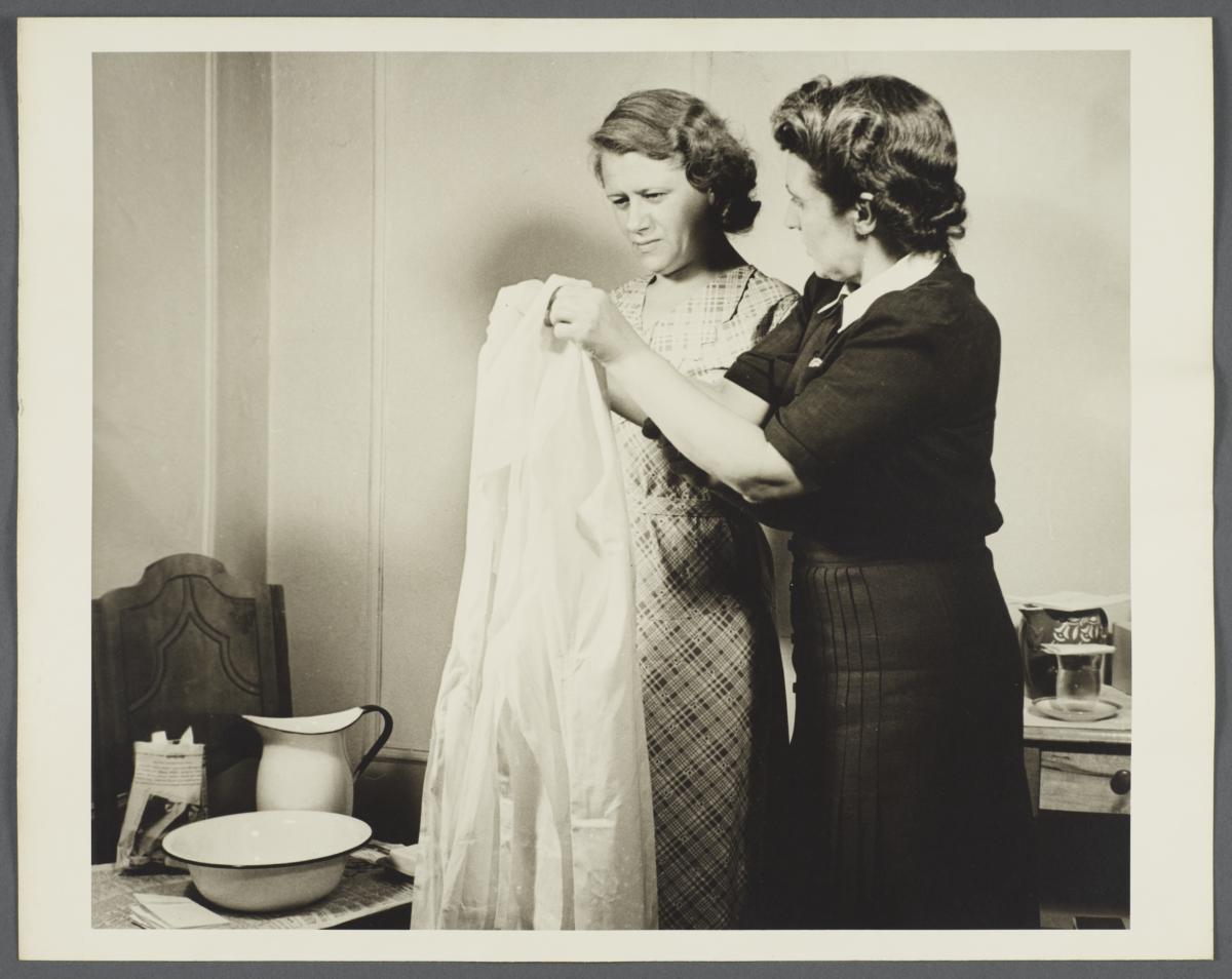Nurses' Family Health Series: Tuberculosis Album -- Use of Gown