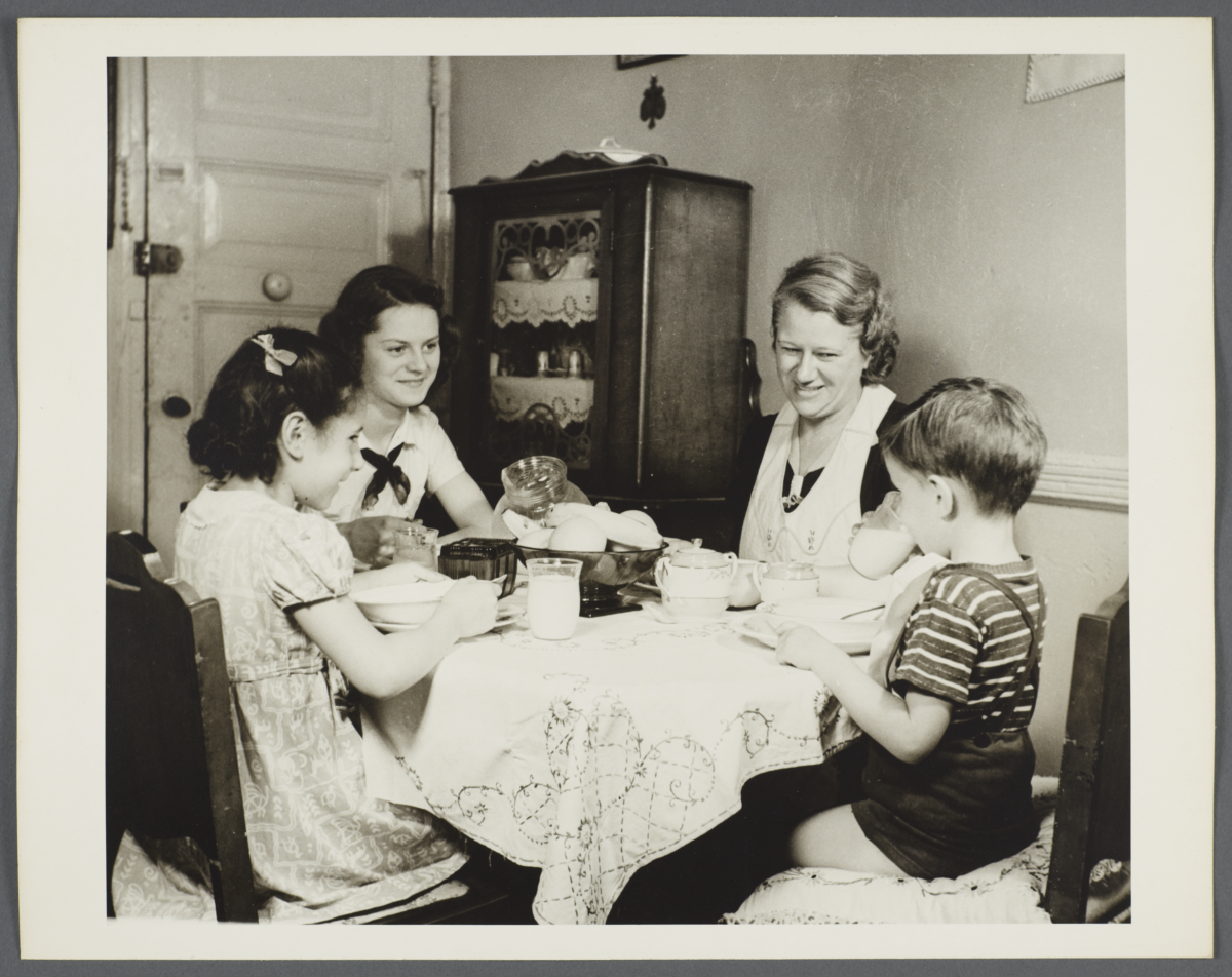 Nurses' Family Health Series: Tuberculosis Album -- Family Together for Well-Balanced Meal