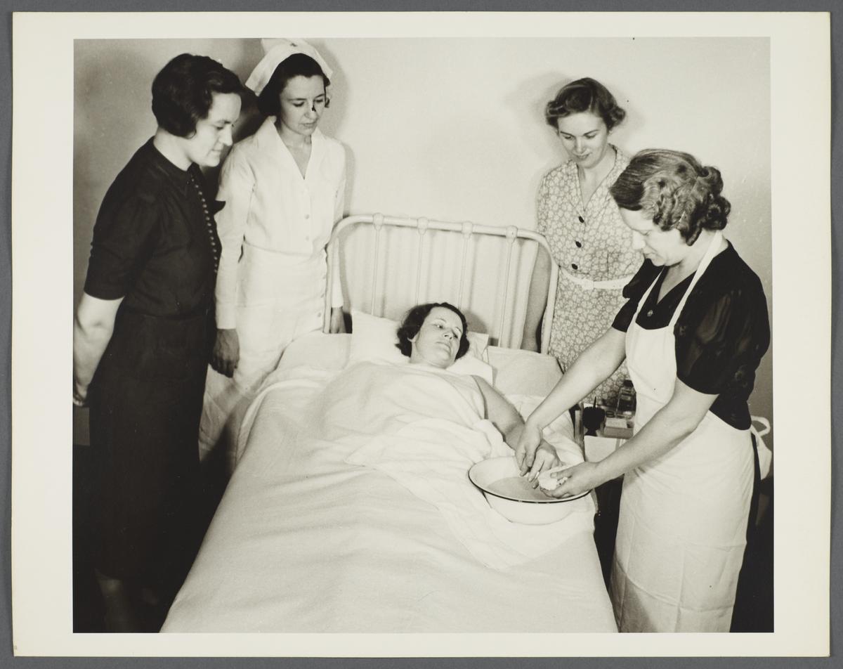 Nurses' Family Health Series: Tuberculosis Album -- Red Cross Home Nursing Class